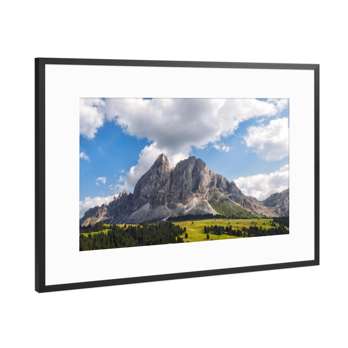 Bergspitze mit Wolken als Gerahmt bei artboxONE kaufen