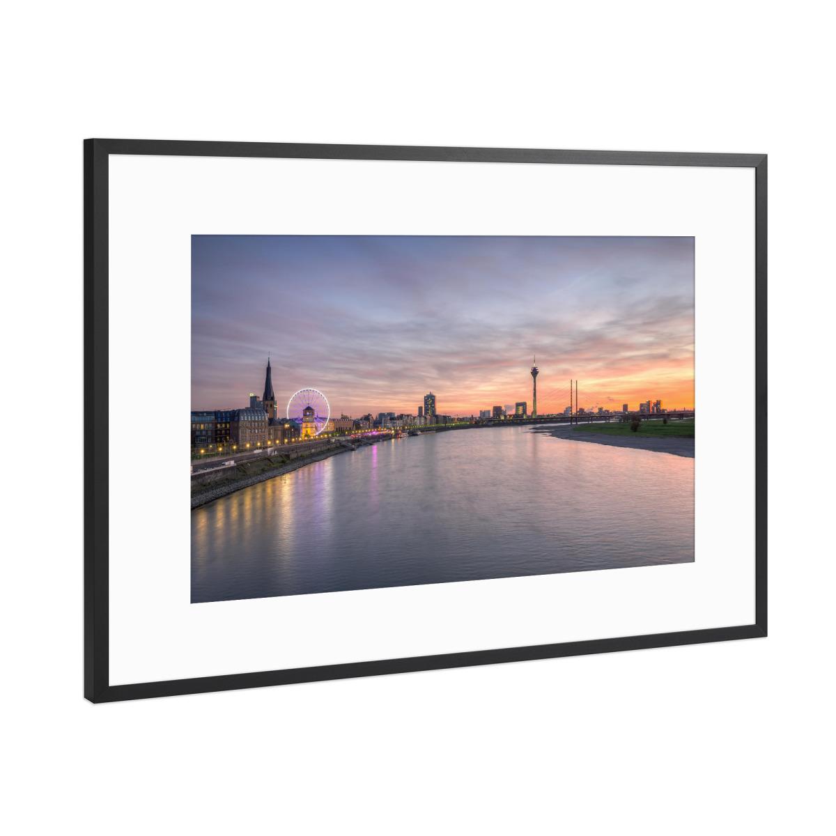 Düsseldorf Skyline als Gerahmt bei artboxONE kaufen